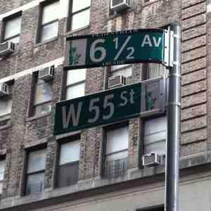 Looky here, it's 6 1/2 Avenue!