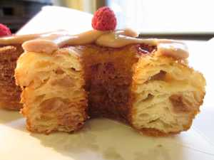 Cross section Cronut.